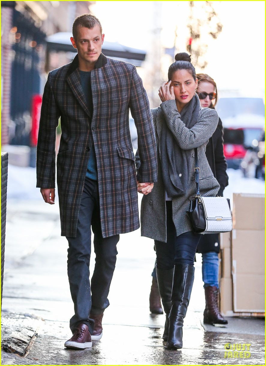 olivia munn joel kinnaman hold hands on wet valentines day 133053607