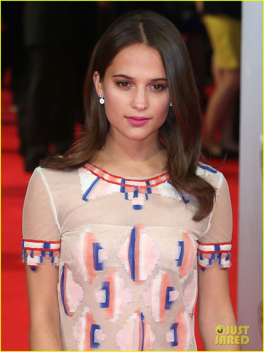 olga kurylenko alicia vikander baftas 2014 red carpet 023054569