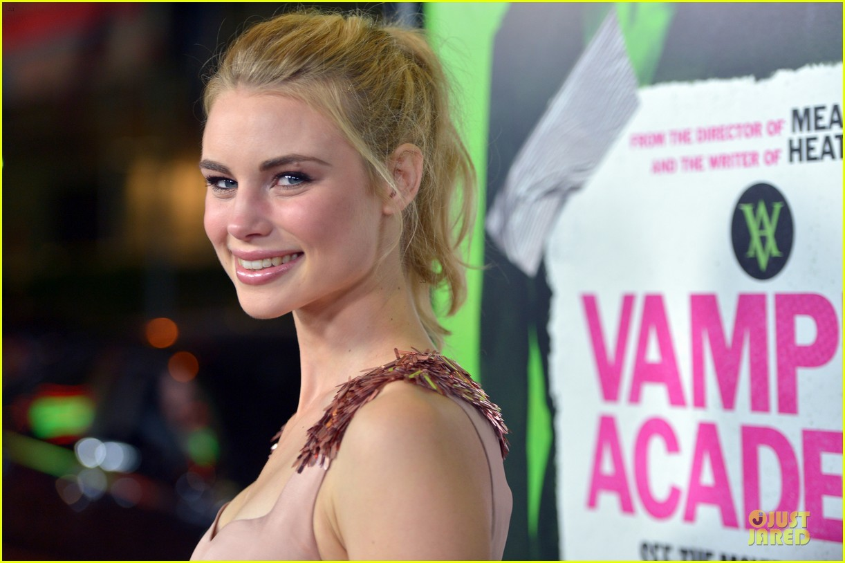 sarah hyland olga kurylenko vampire academy premiere 20