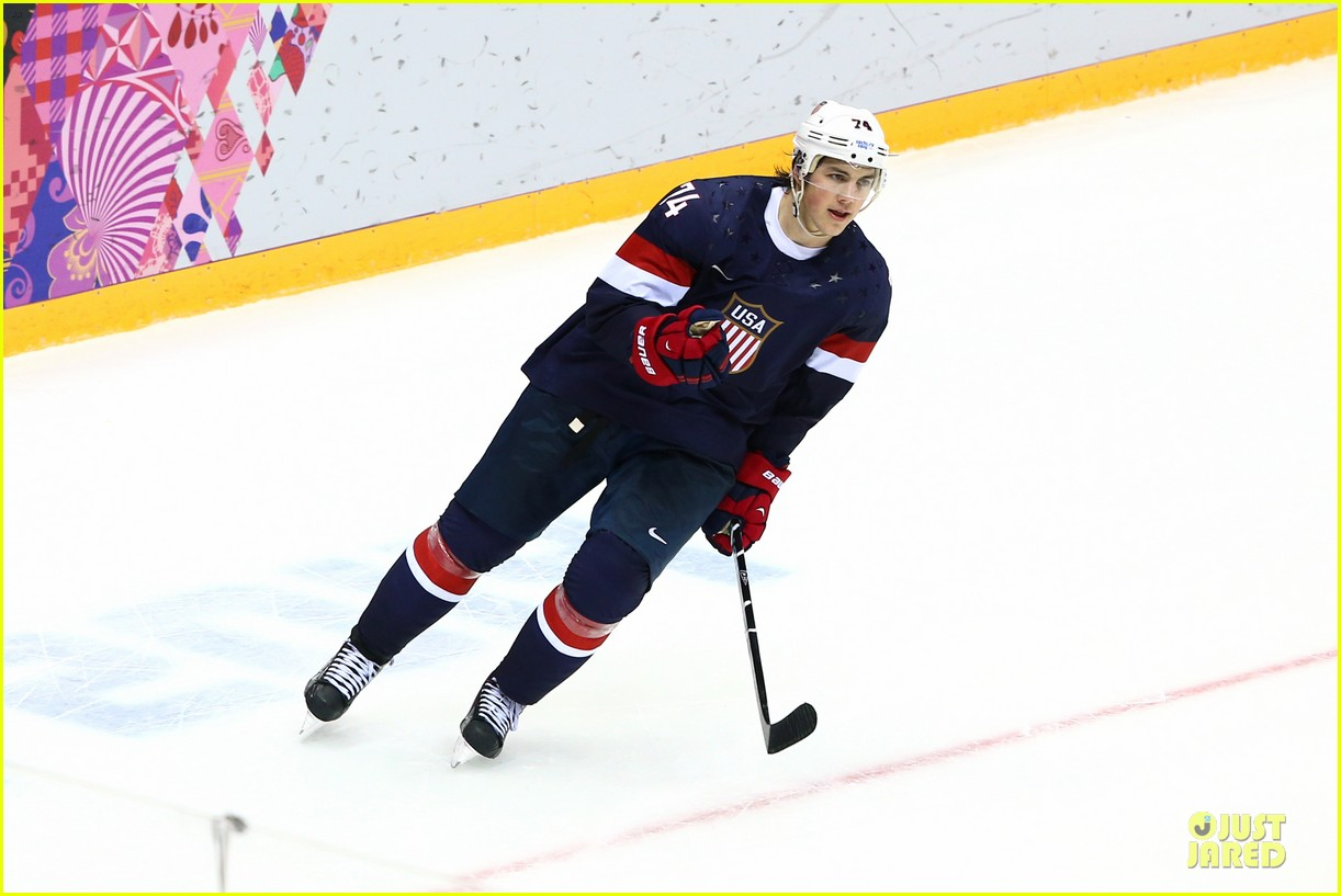 tj oshie scores winning goal for us against russia at sochi olympics 01
