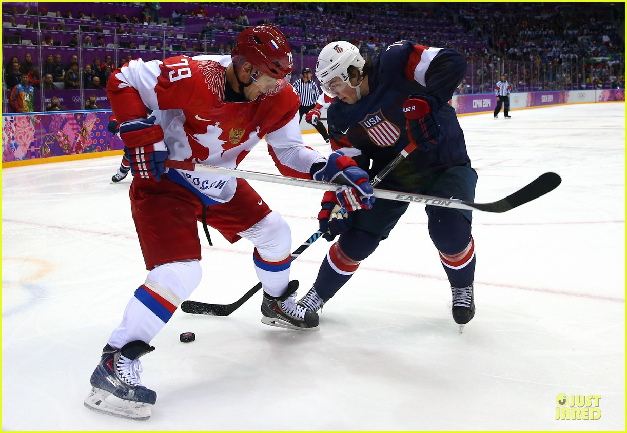 tj oshie scores winning goal for us against russia at sochi olympics 03