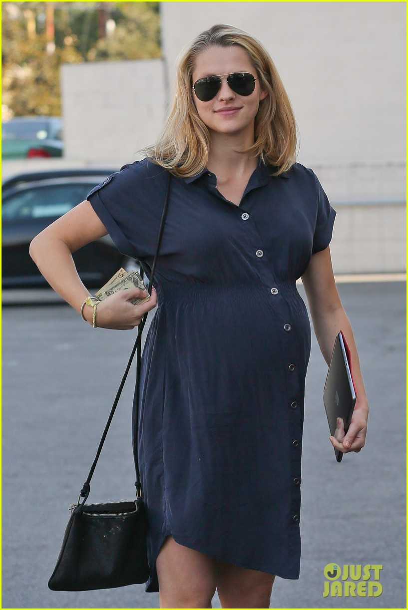 teresa palmer looks like she could give birth any day 05