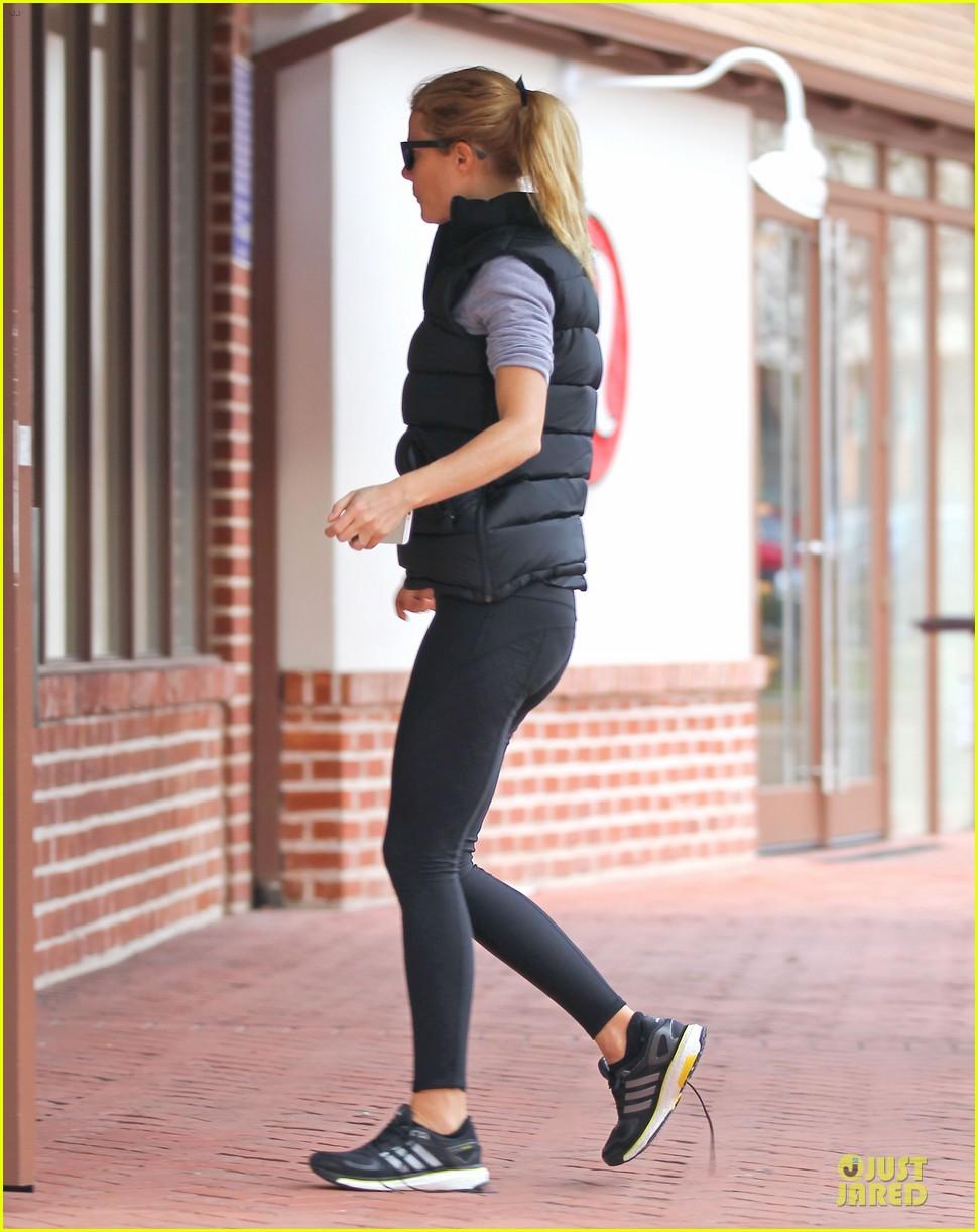 gwyneth paltrow classy arrival at gwen stefani baby shower 053049798