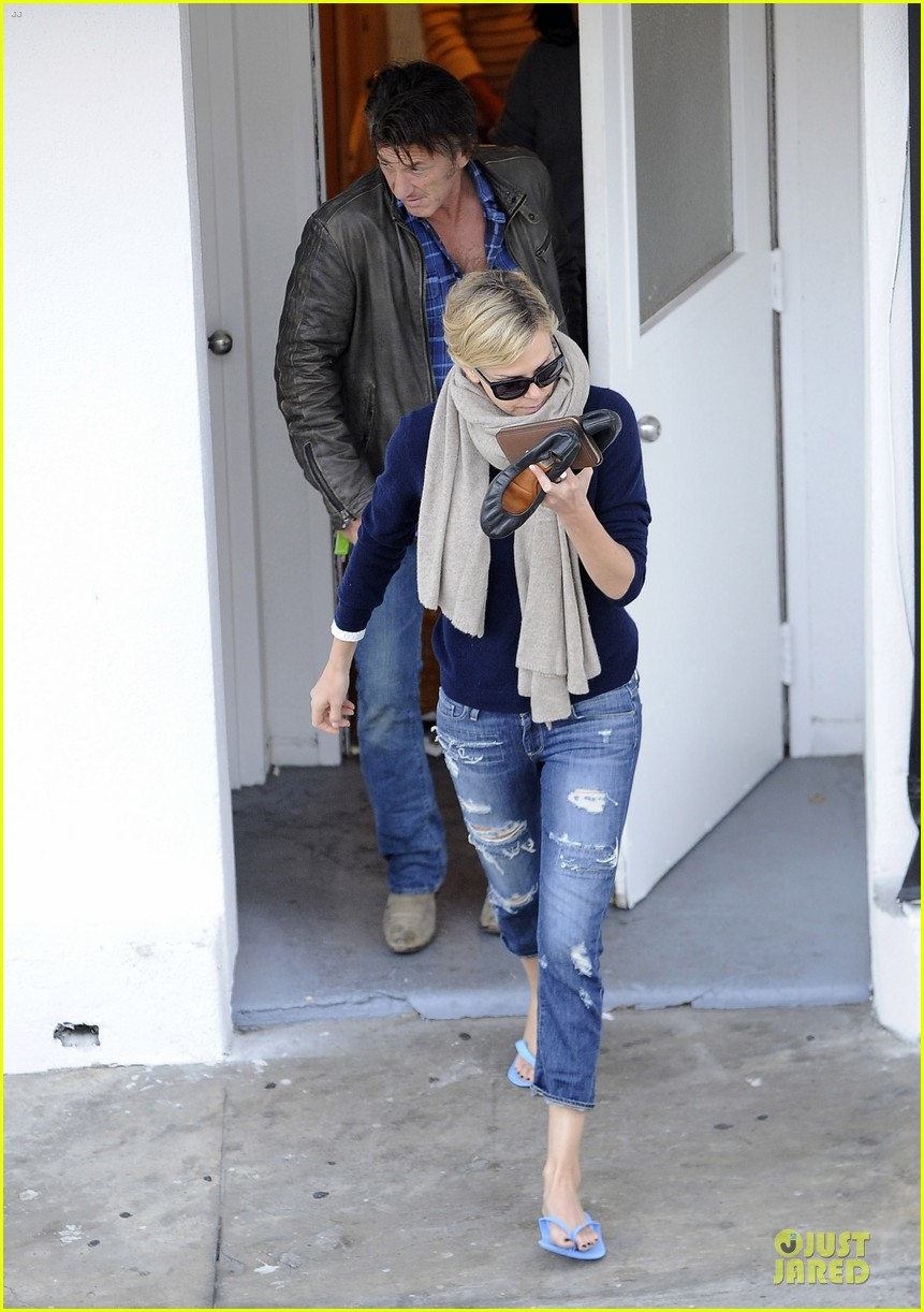 sean penn pampers charlize theron at nail salon 043049328