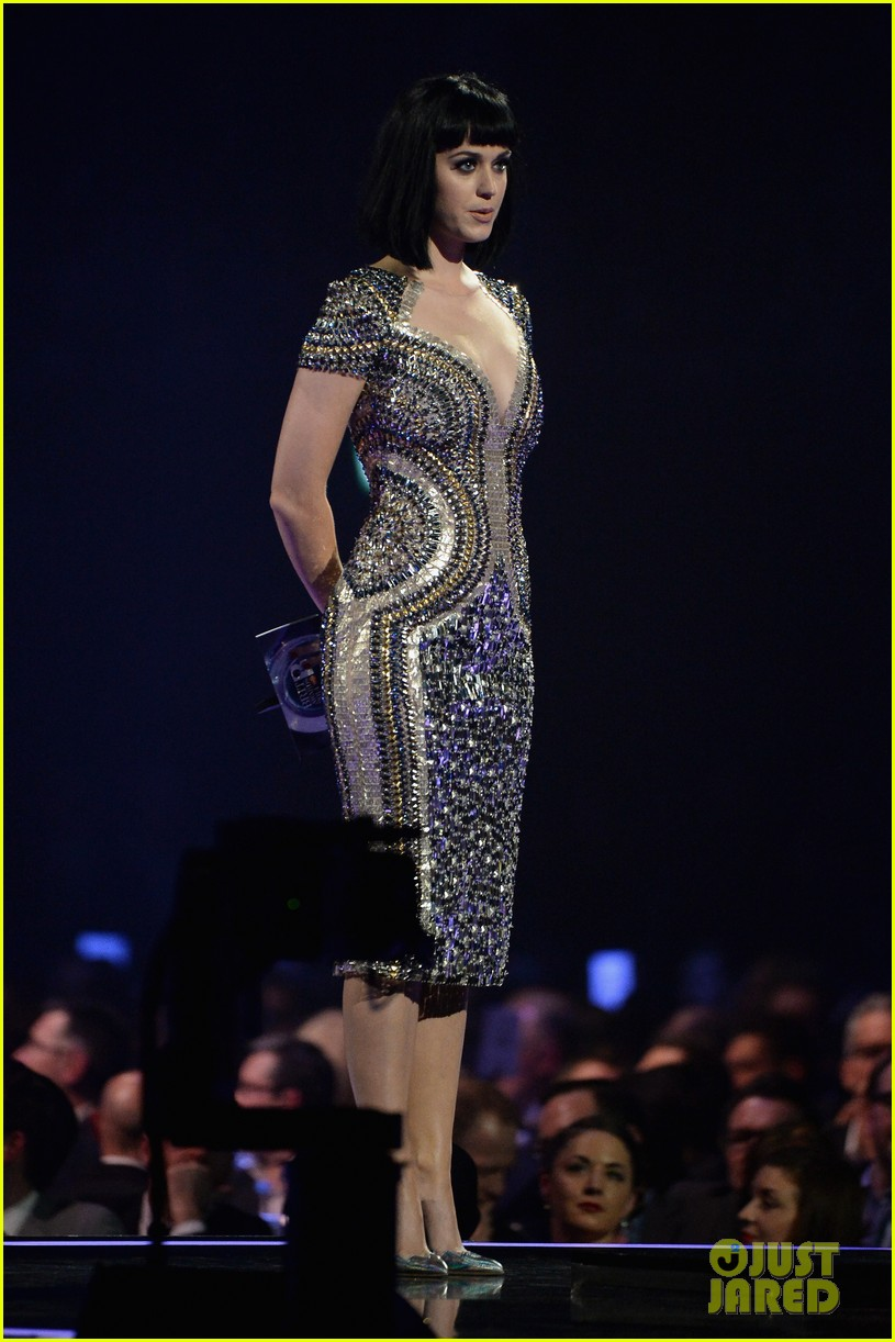 katy perry wows in second outfit at brit awards 2014 04