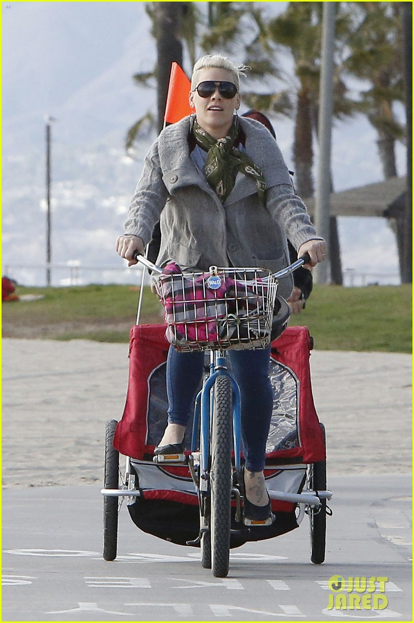 pink goes for bike ride after finishing truth about love tour 013046840