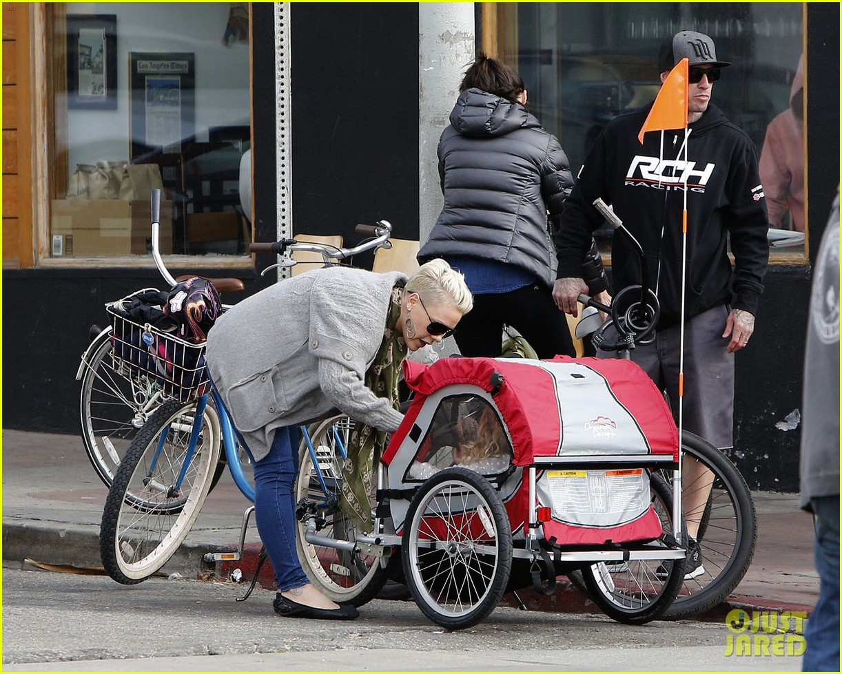 pink goes for bike ride after finishing truth about love tour 023046841