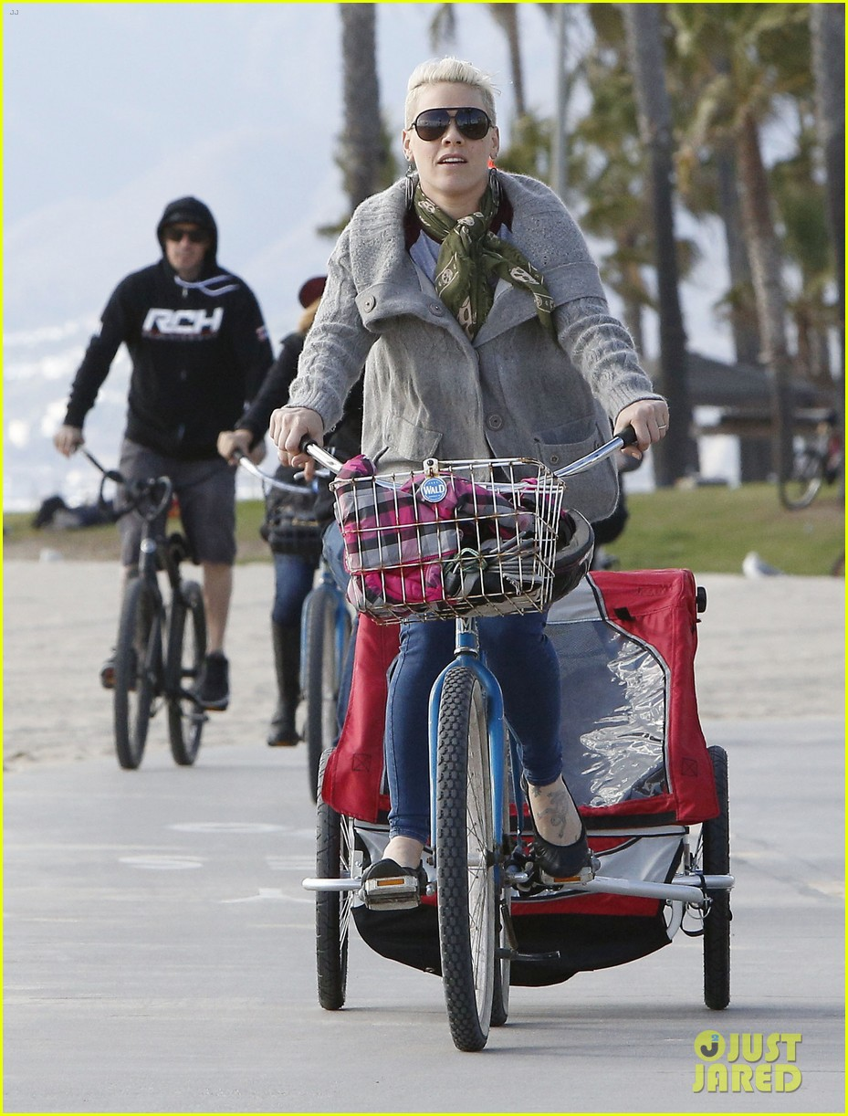 pink goes for bike ride after finishing truth about love tour 09