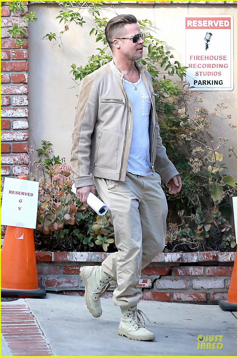 brad pitt exits pasadena studio with secret script 03