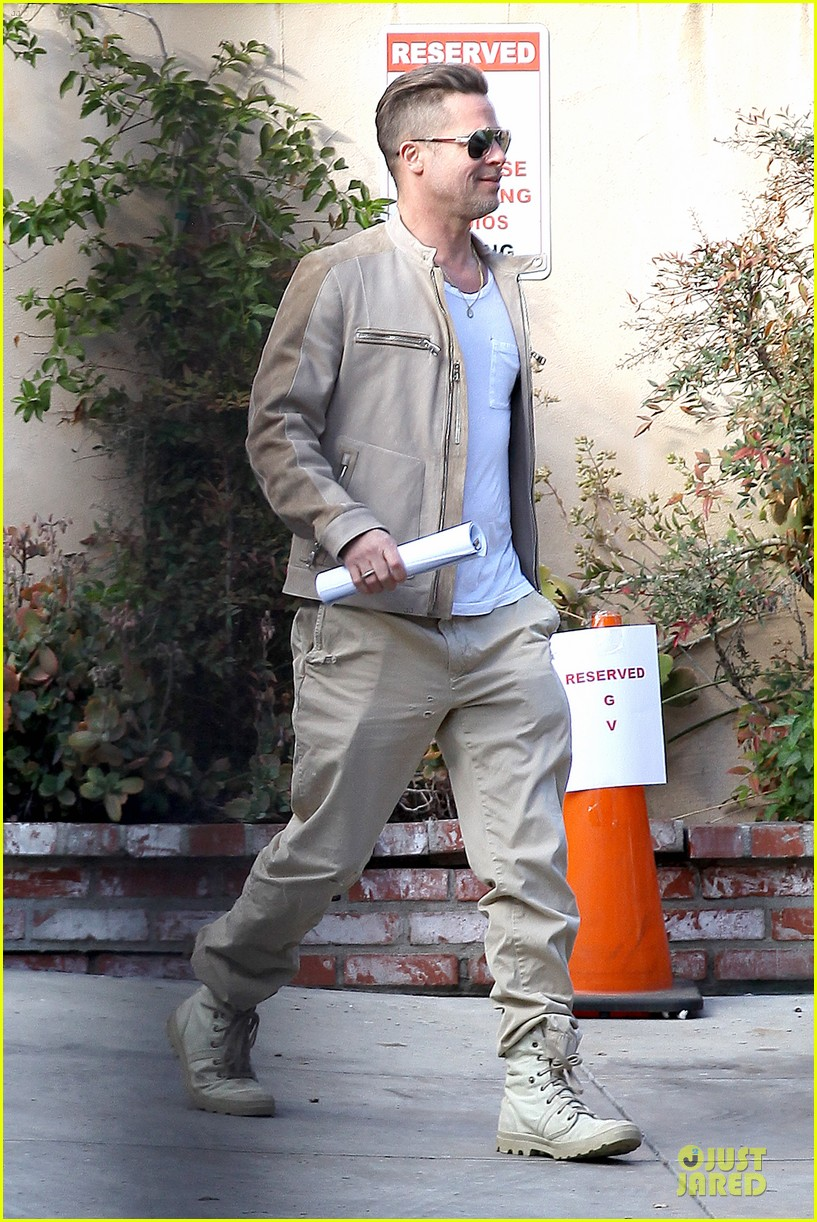 brad pitt exits pasadena studio with secret script 073049850