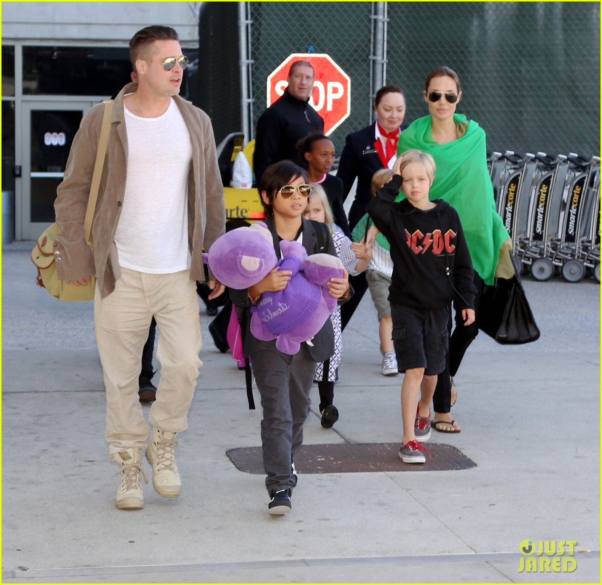 angelina jolie brad pitt all six kids land in los angeles see the new pics 03
