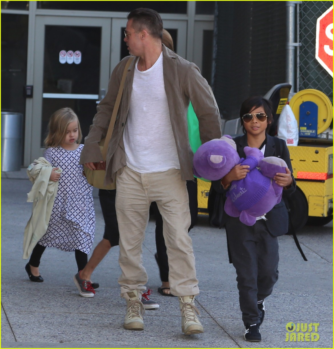 angelina jolie brad pitt all six kids land in los angeles see the new pics 083047985