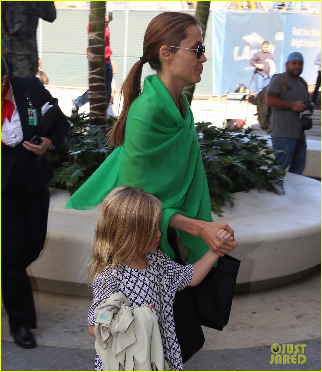 angelina jolie brad pitt all six kids land in los angeles see the new pics 183047995