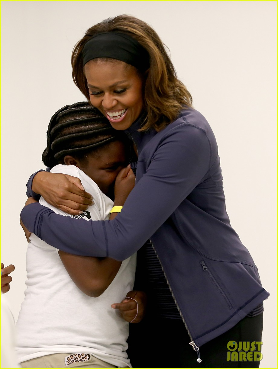 amy poehler michelle obama promote lets move initiative 013060930