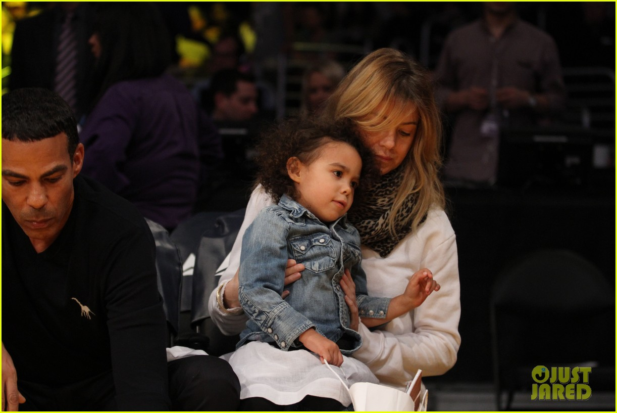 ellen pompeo will ferrell lakers courtside seats with the kids 103059759