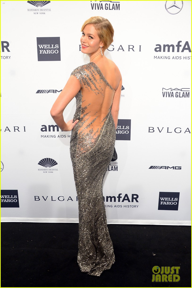 behati prinsloo lily aldridge supermodels take over amfar gala 063048232