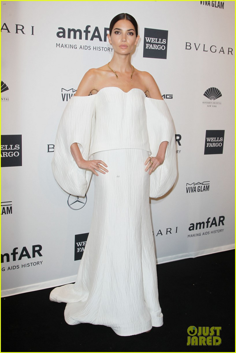 behati prinsloo lily aldridge supermodels take over amfar gala 17