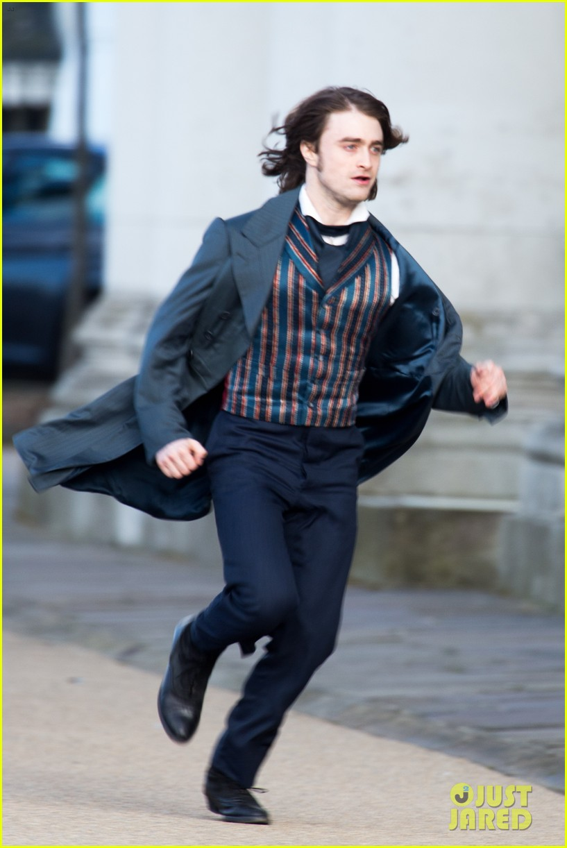 daniel radcliffes long hair reminds us of sirius black 05