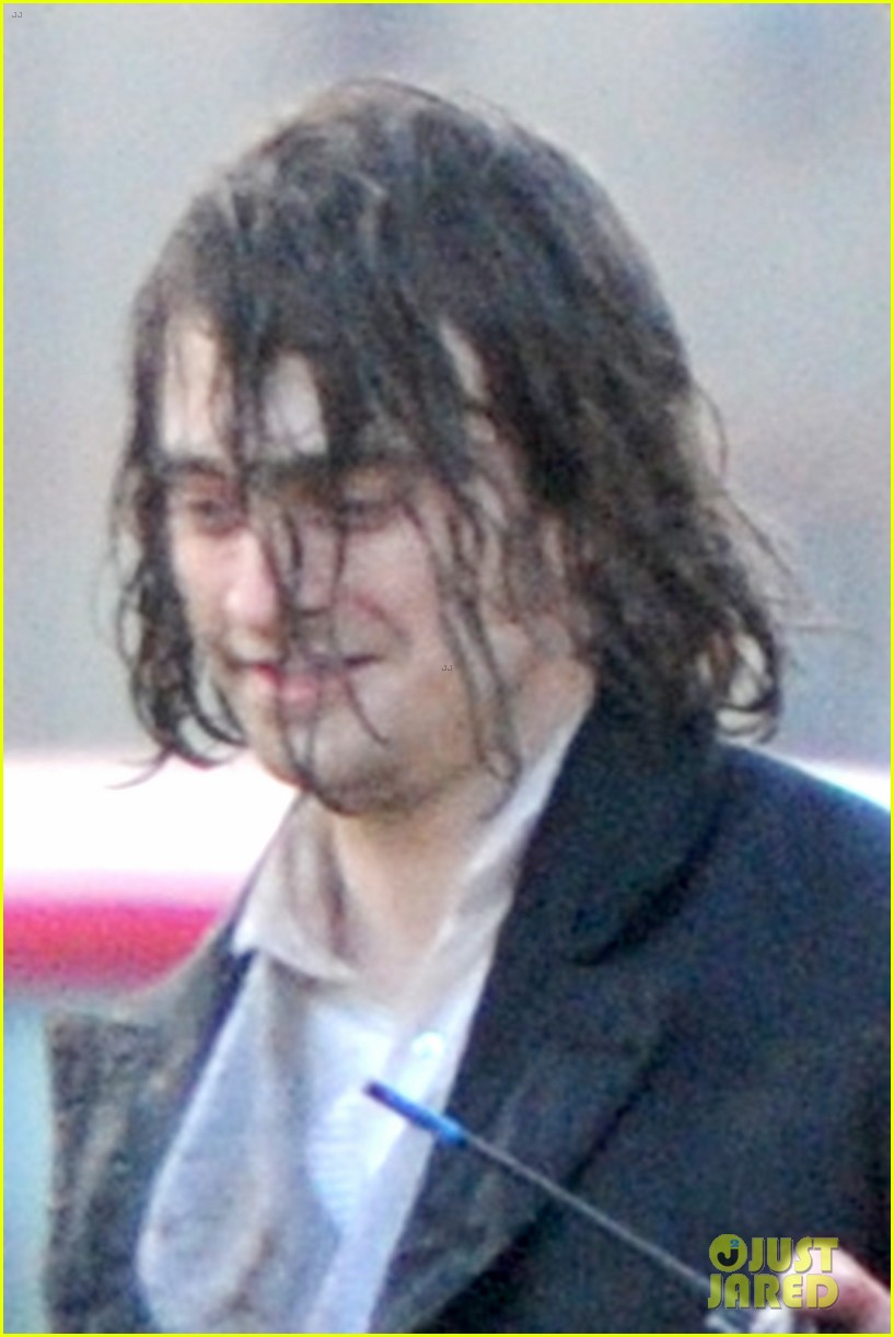 daniel radcliffes long hair reminds us of sirius black 173061272