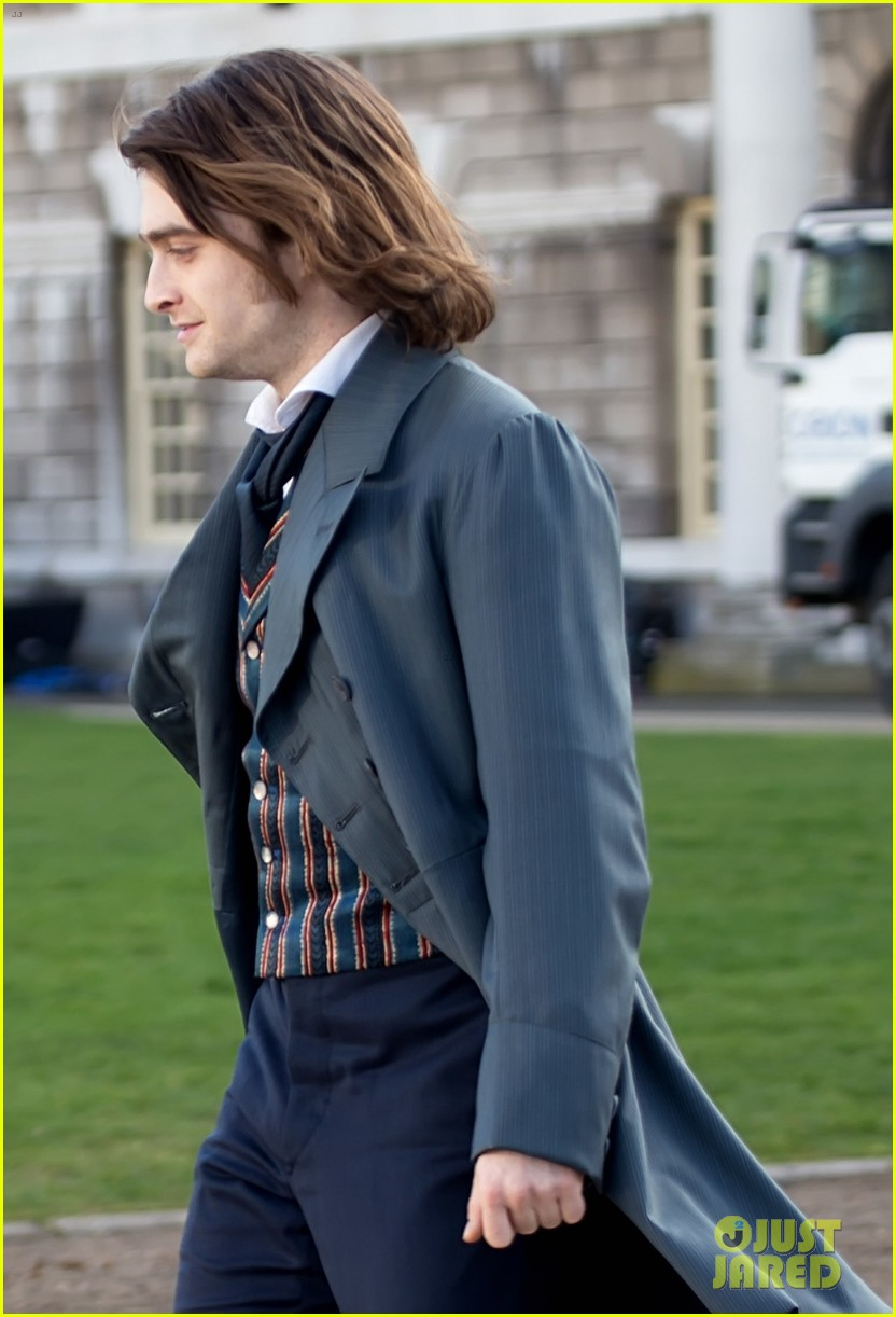 daniel radcliffes long hair reminds us of sirius black 213061276