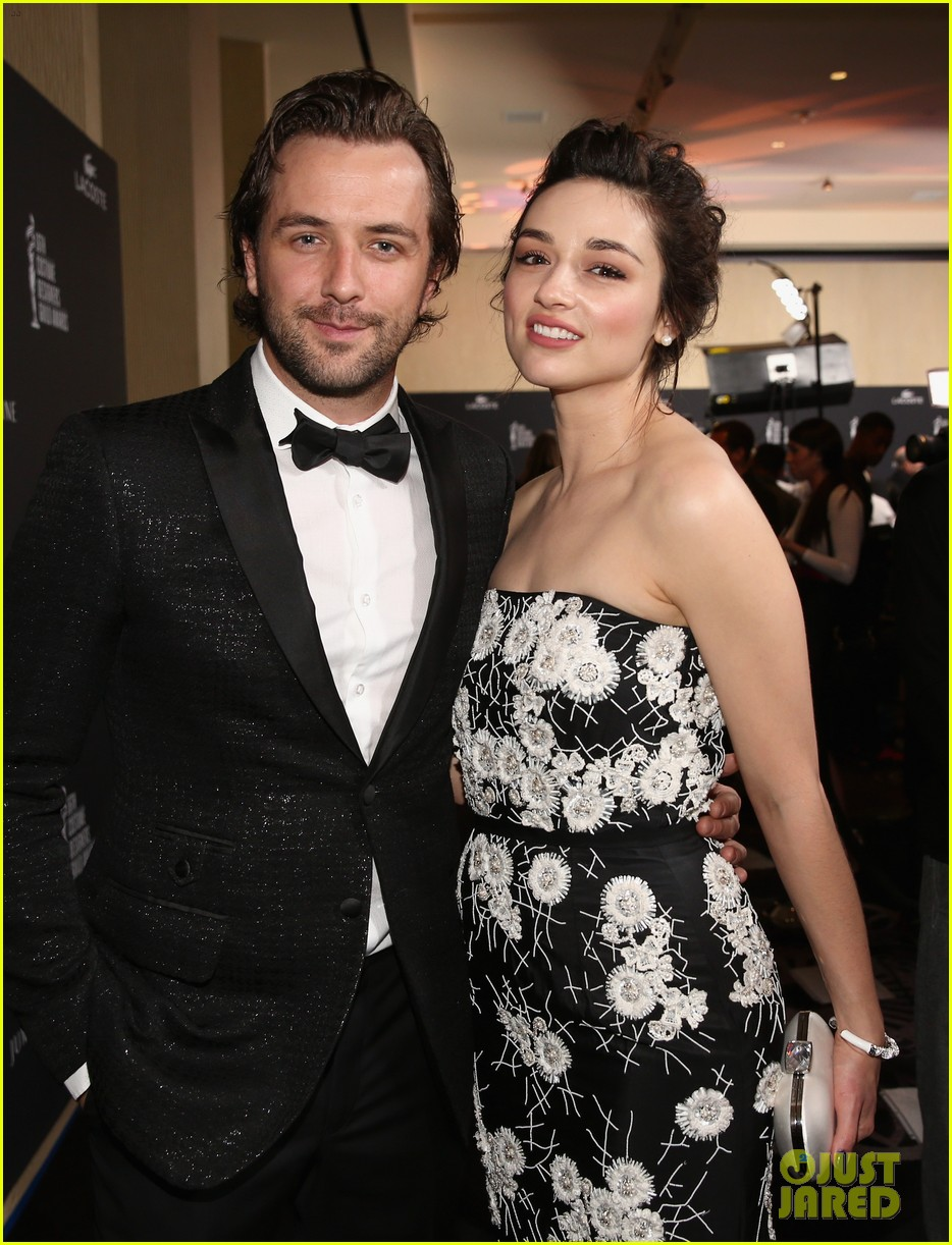 crystal reed boyfriend darren mcmullen red carpet debut 10