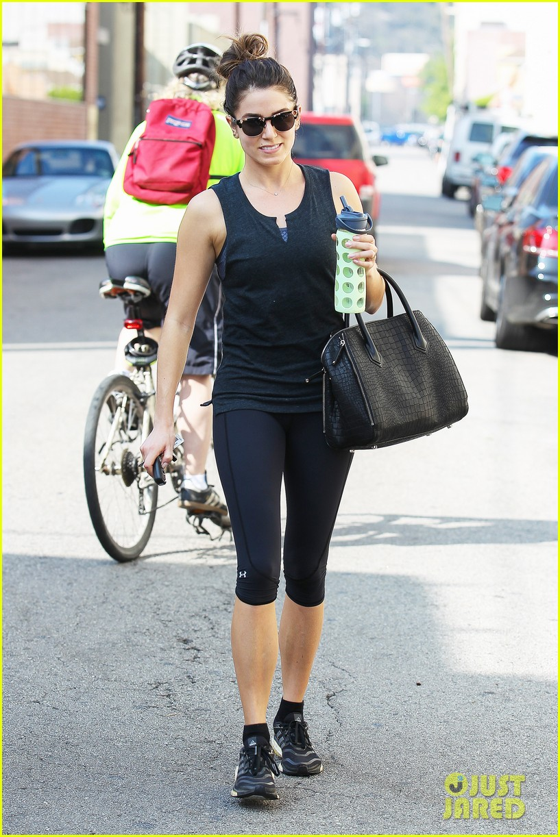 nikki reed keeps in shape with daily workout 083060901