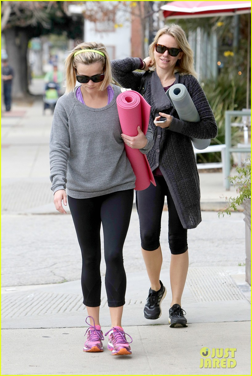 reese witherspoon naomi watts share secrets after yoga 04