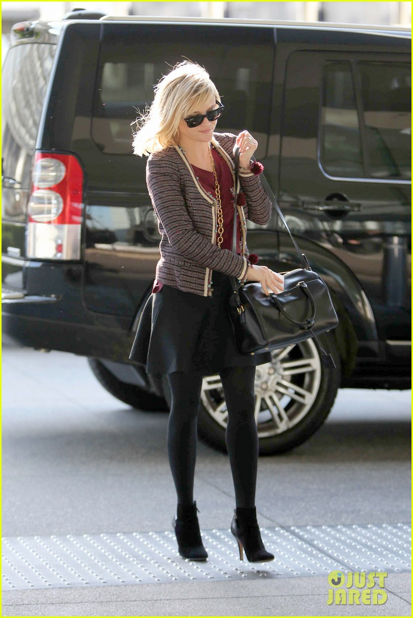 reese witherspoon naomi watts share secrets after yoga 06