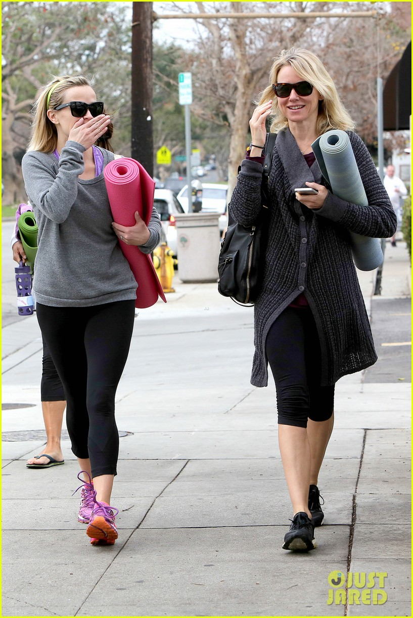 reese witherspoon naomi watts share secrets after yoga 07