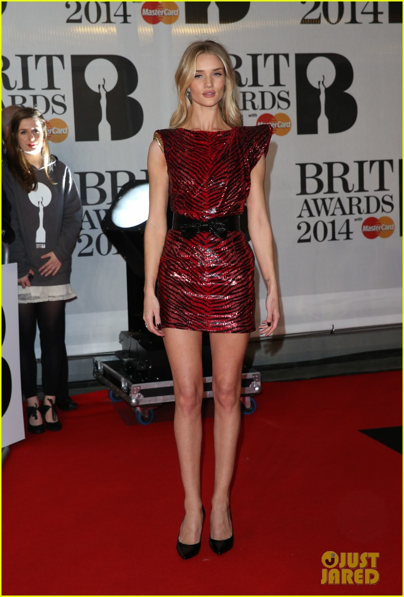 rosie huntington whiteley brit awards 2014 red carpet 06