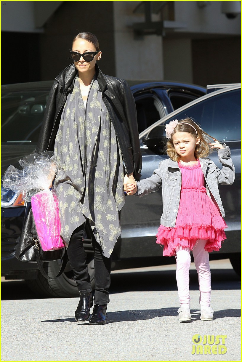 nicole richie birthday party fun with cutie pie harlow 013046760