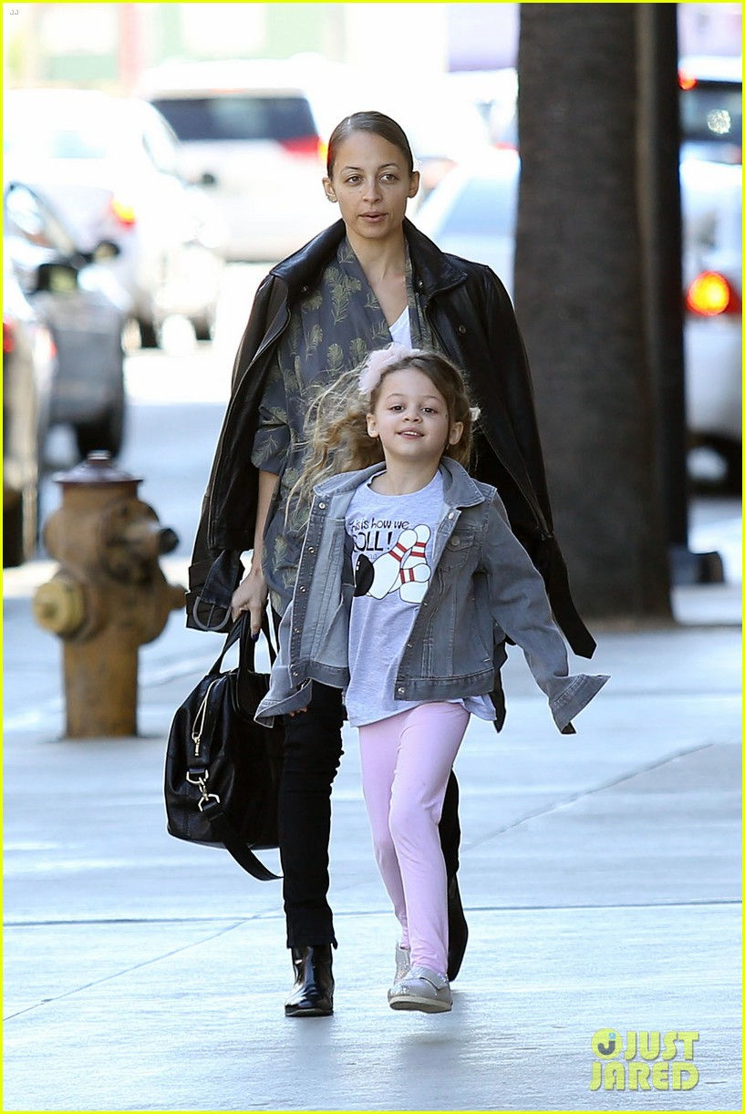 nicole richie birthday party fun with cutie pie harlow 02