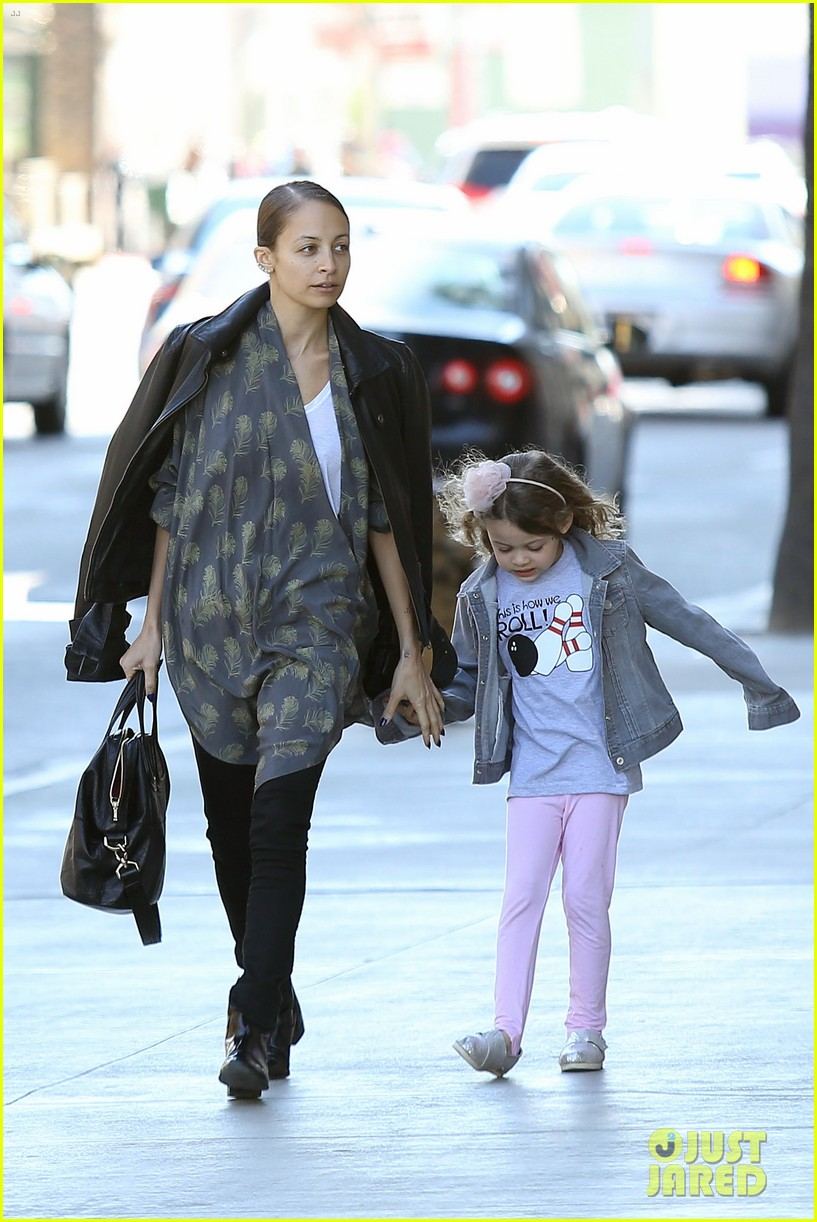 nicole richie birthday party fun with cutie pie harlow 143046773