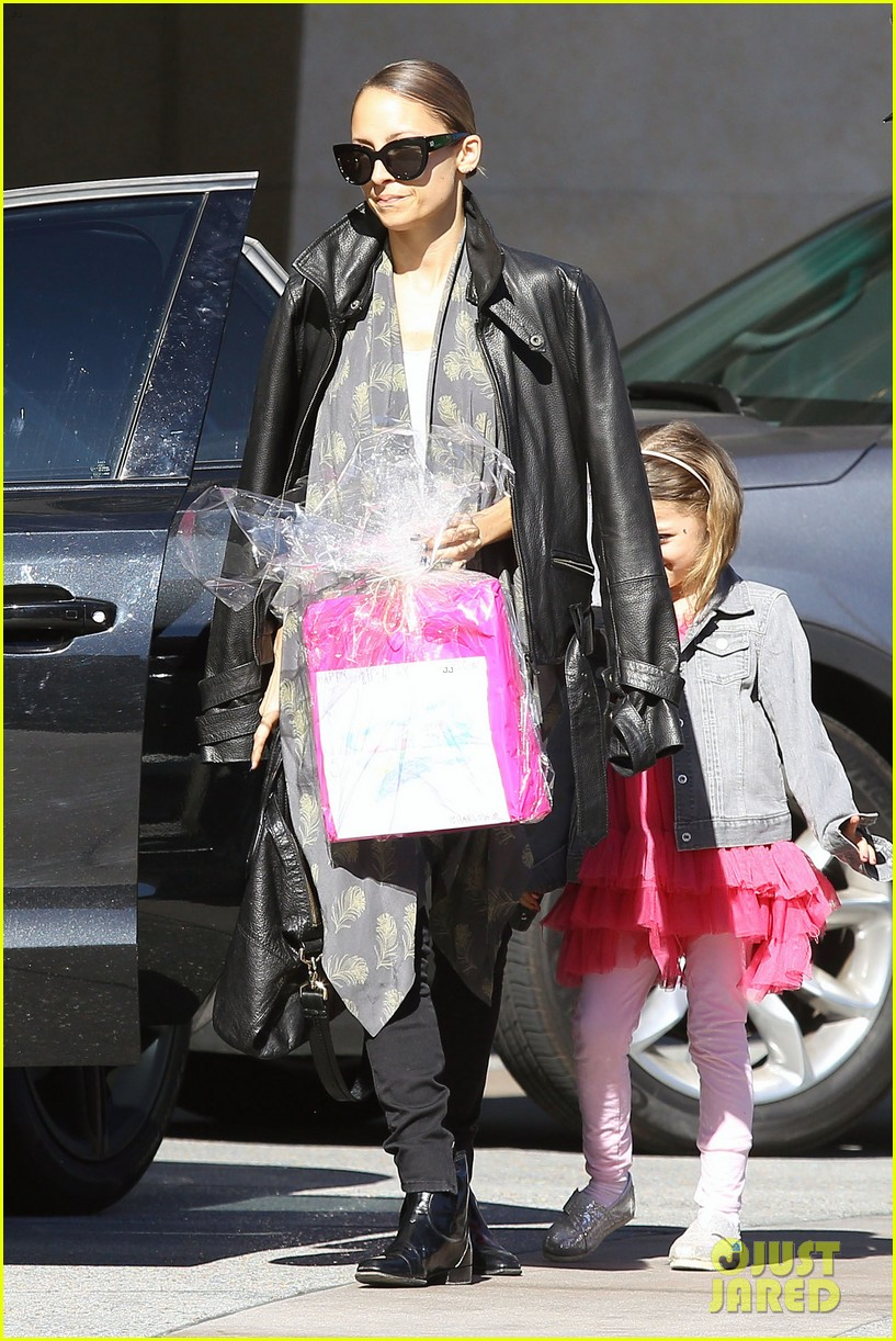 nicole richie birthday party fun with cutie pie harlow 19