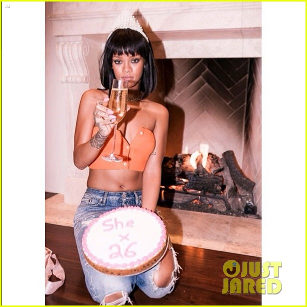 rihanna celebrates turning 26 with birthday cake cake cake 01