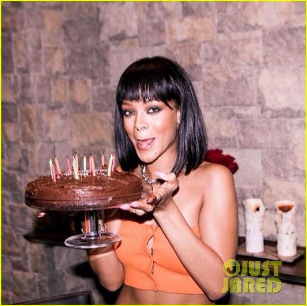 rihanna celebrates turning 26 with birthday cake cake cake 03