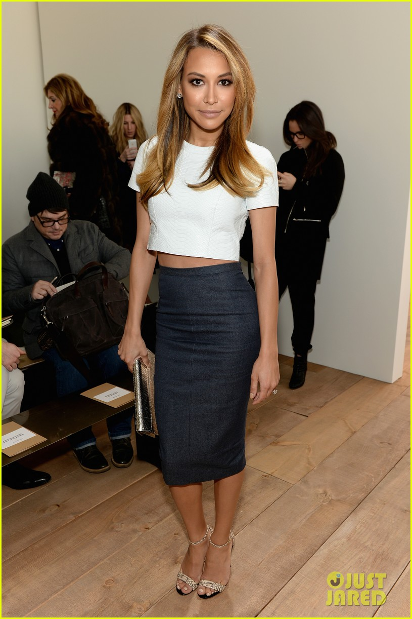 naya rivera shows some midriff at michael kors show 013052097