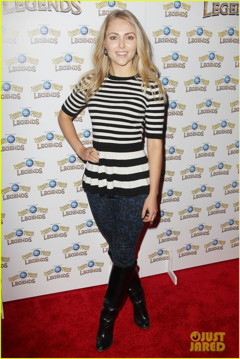annasophia robb helps welcome the circus to brooklyn 23