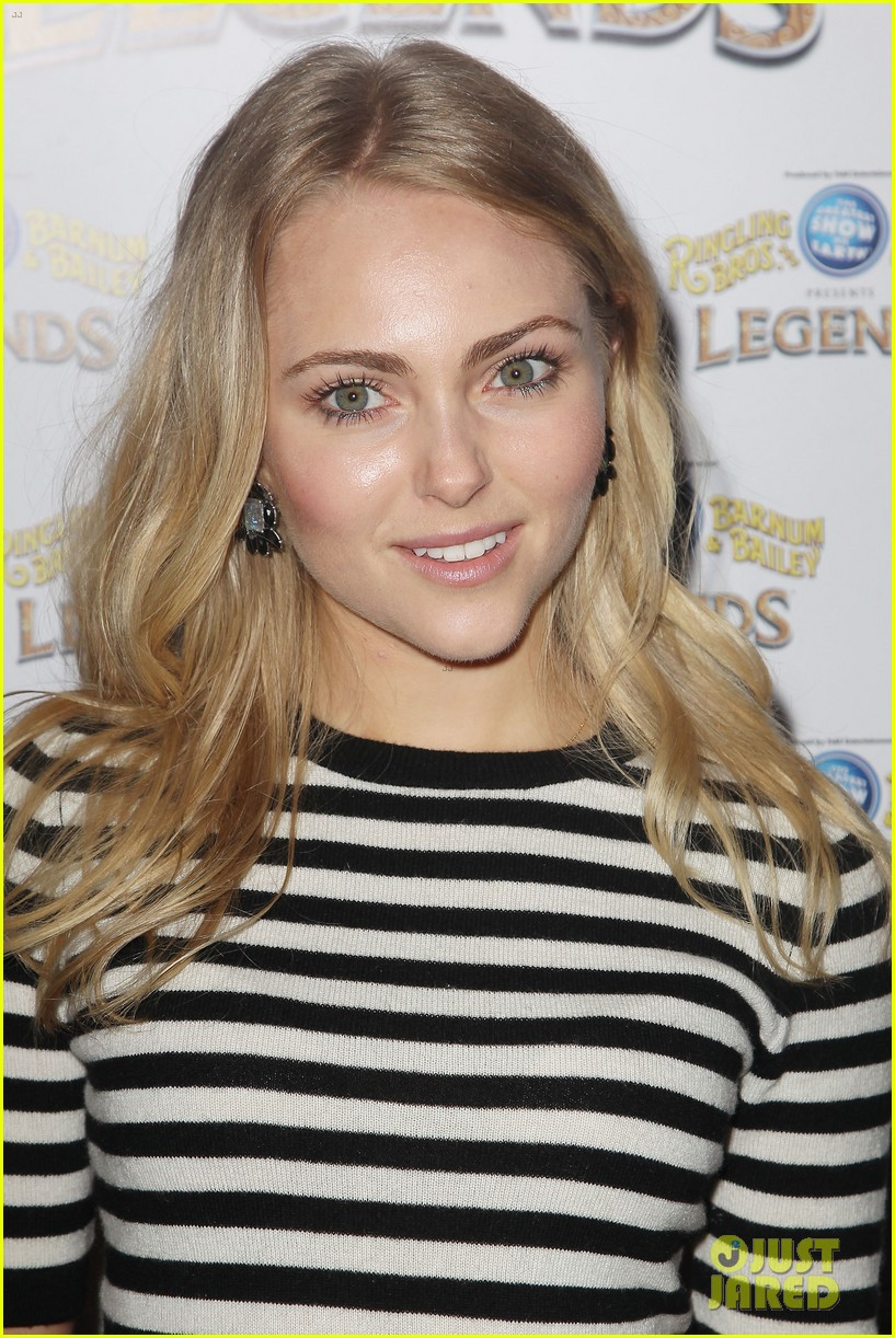 annasophia robb helps welcome the circus to brooklyn 253057717
