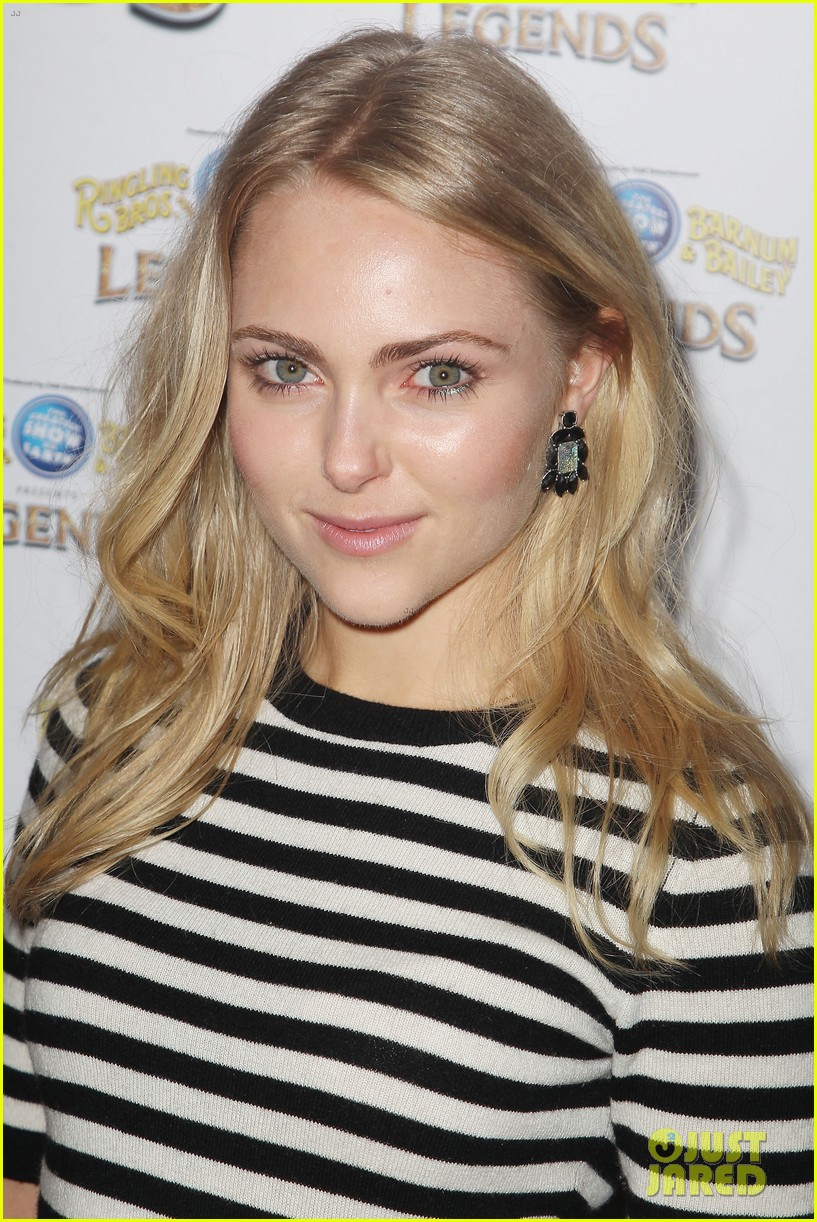 annasophia robb helps welcome the circus to brooklyn 273057719