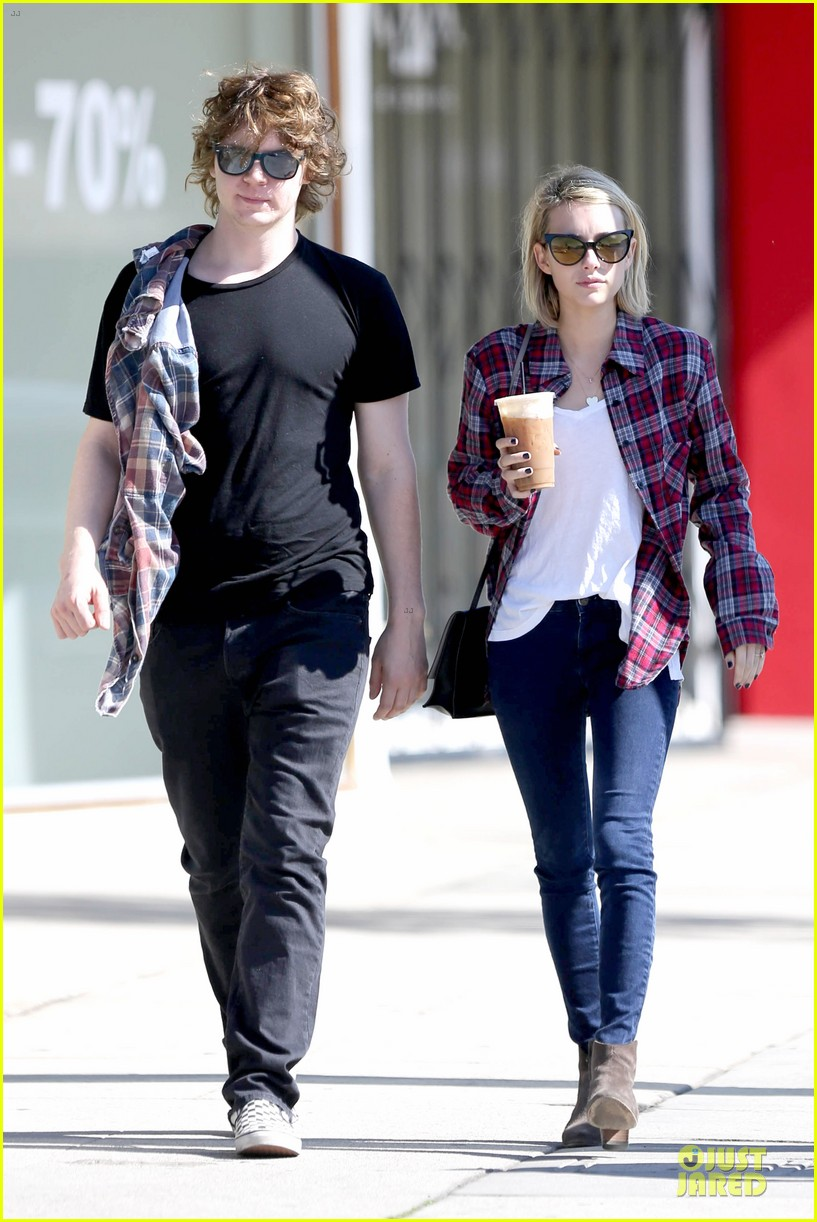 emma roberts toasts 23rd birthday with evan peters 06