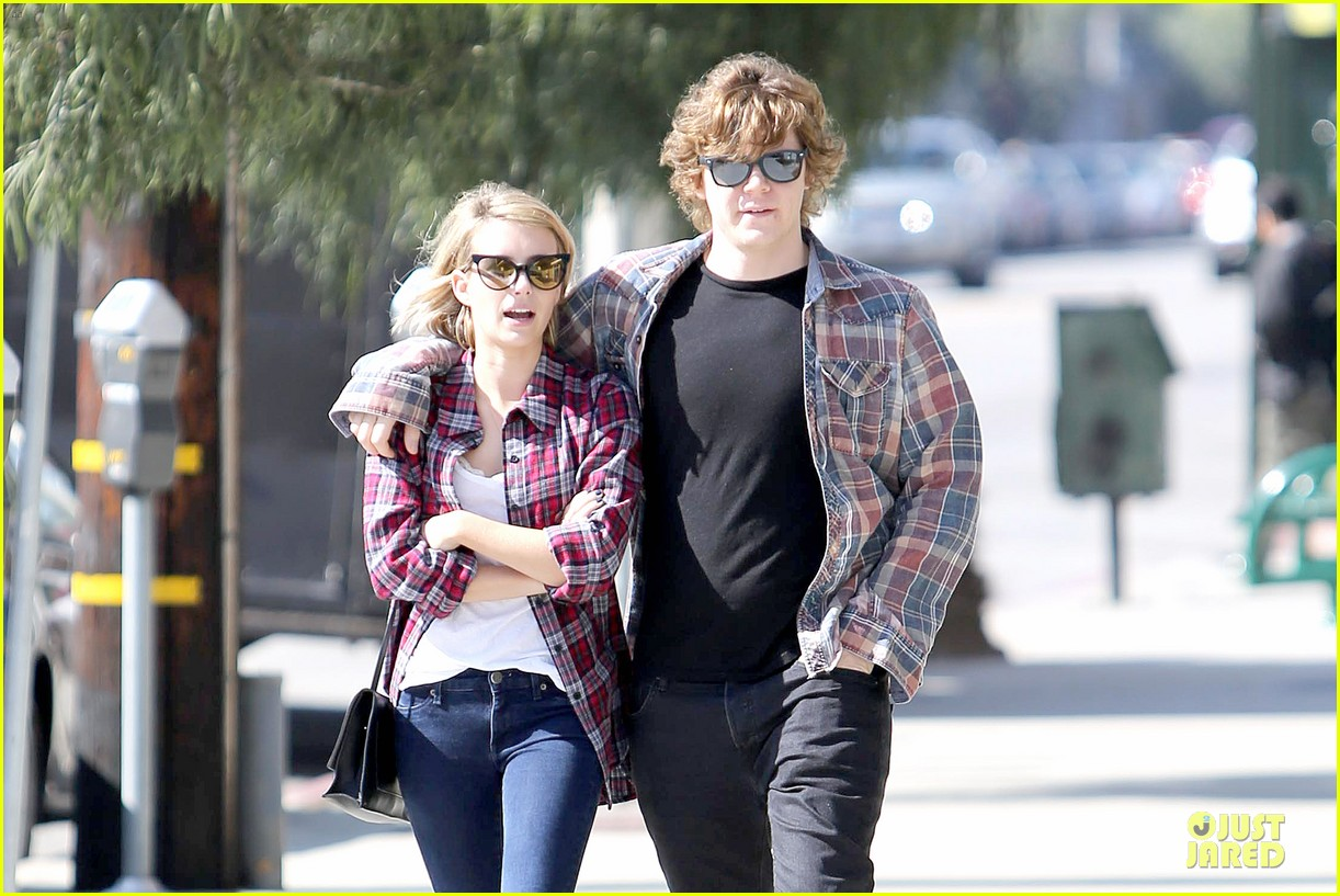 emma roberts toasts 23rd birthday with evan peters 09