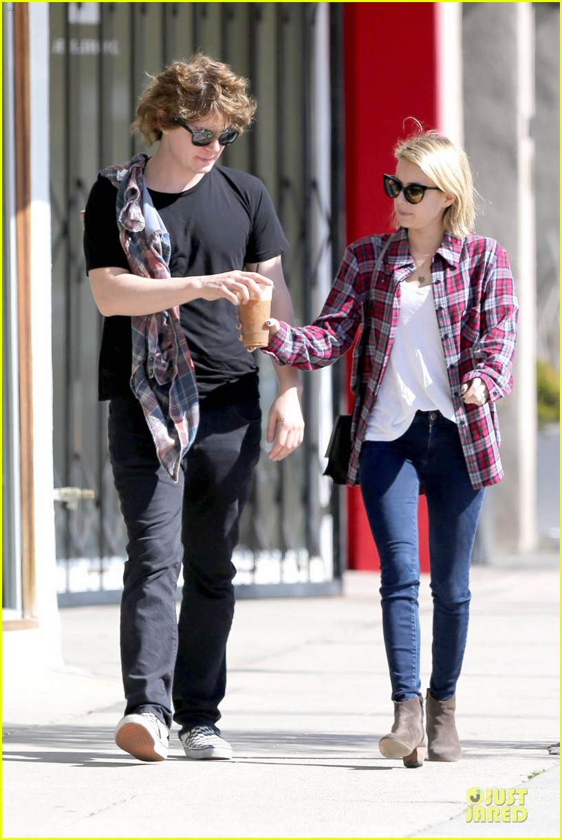 emma roberts toasts 23rd birthday with evan peters 12