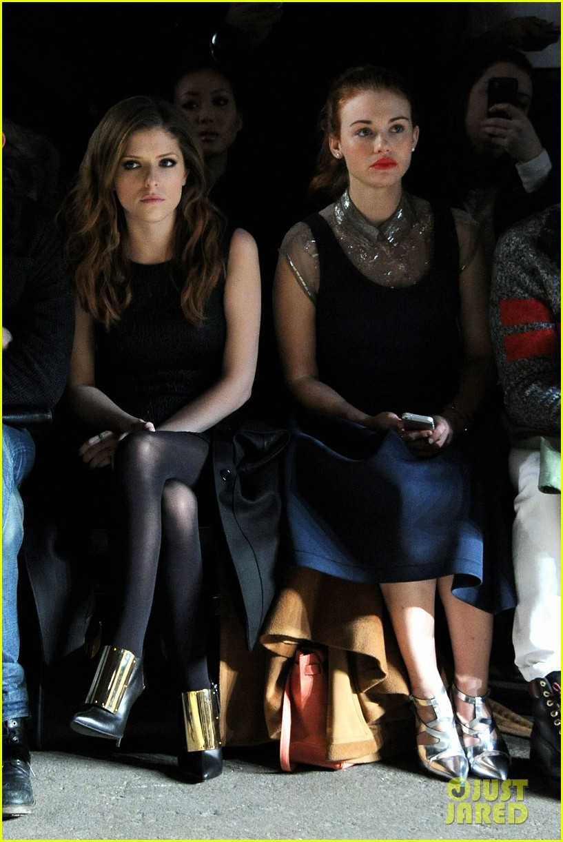 holland roden anna kendrick get front row look at philosophy show 05