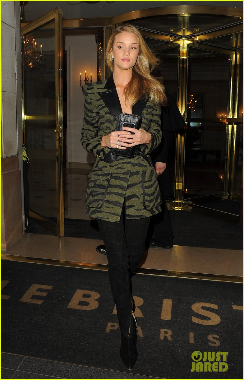 rosie huntington whiteley rocks zebra stripes in paris 09