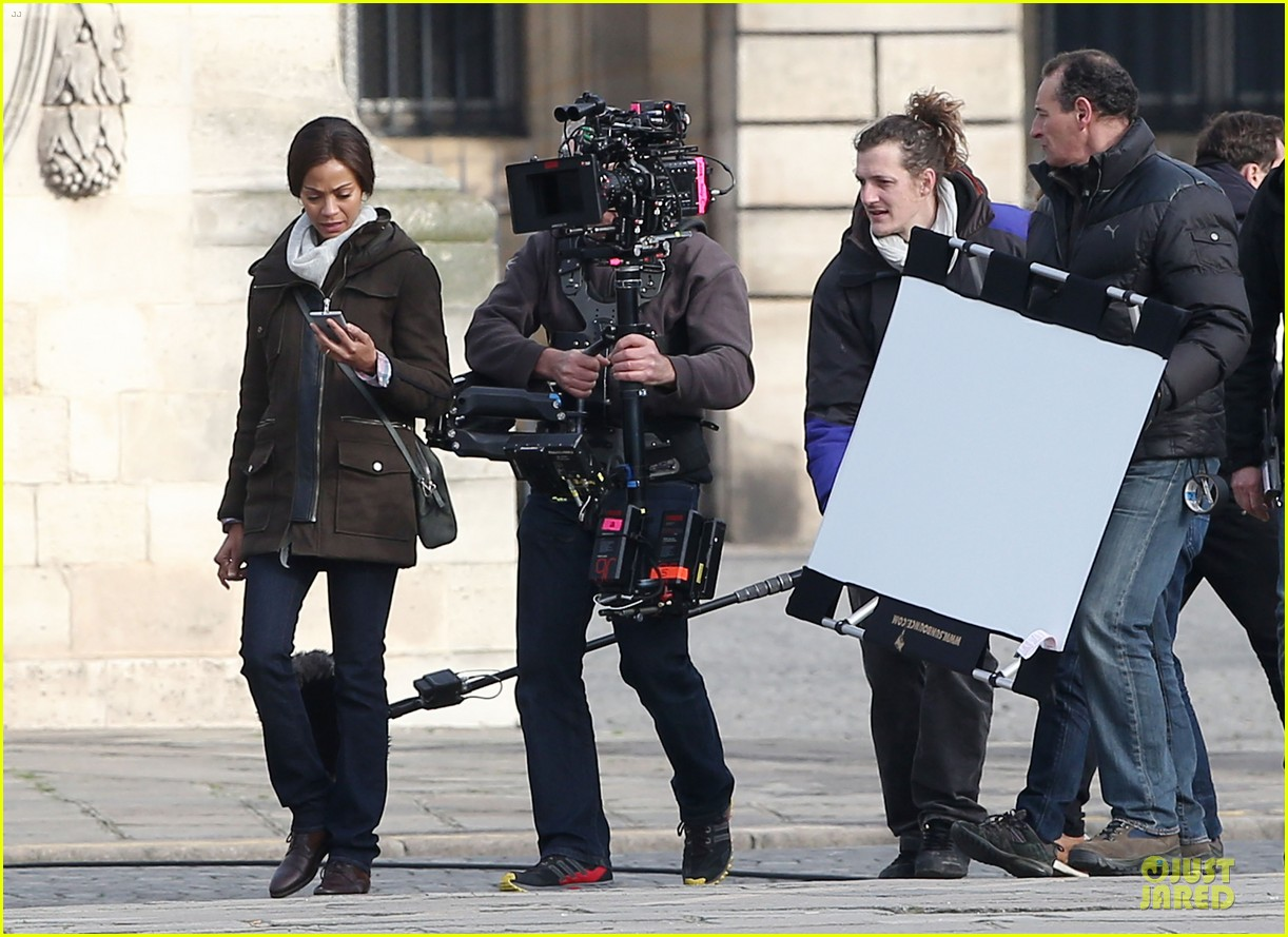 zoe saldana bundled for rosemary baby set 08