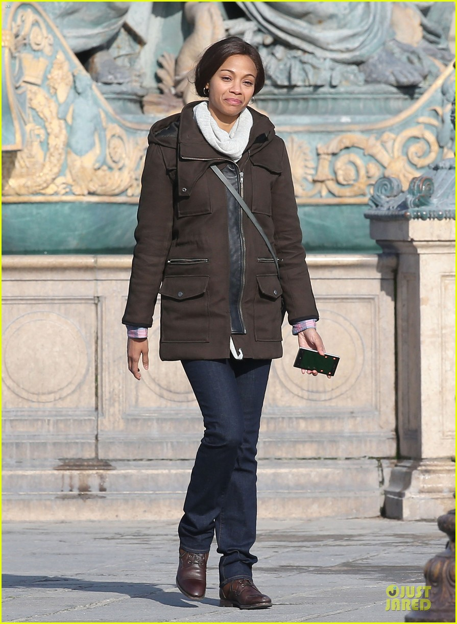 zoe saldana bundled for rosemary baby set 36