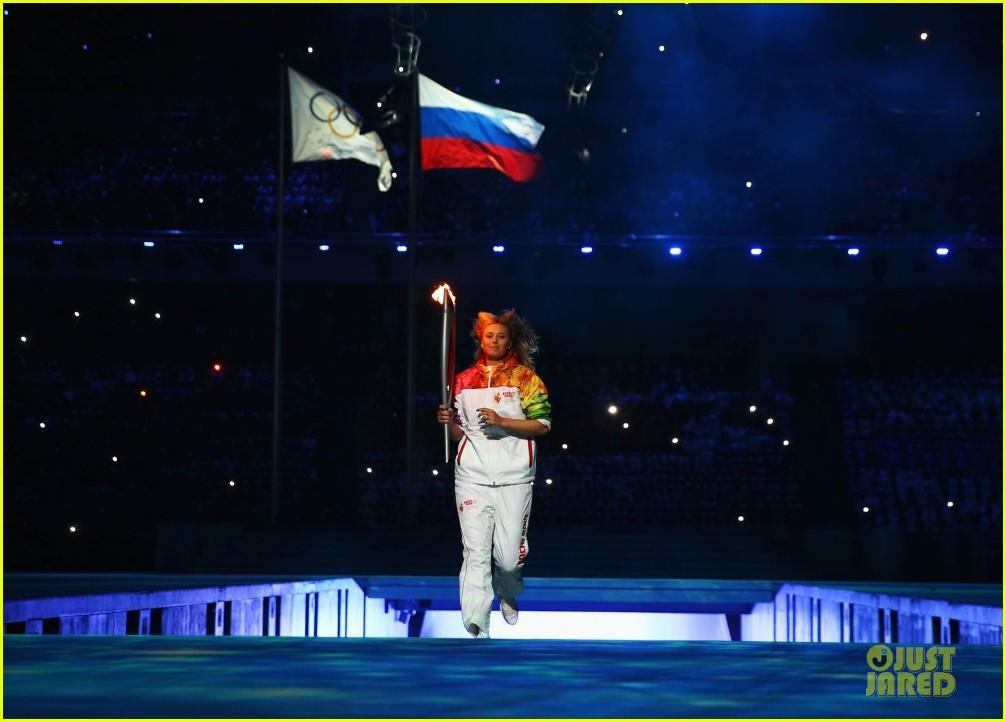 maria sharapova irina shayk sochi olympics 2014 opening ceremony 13