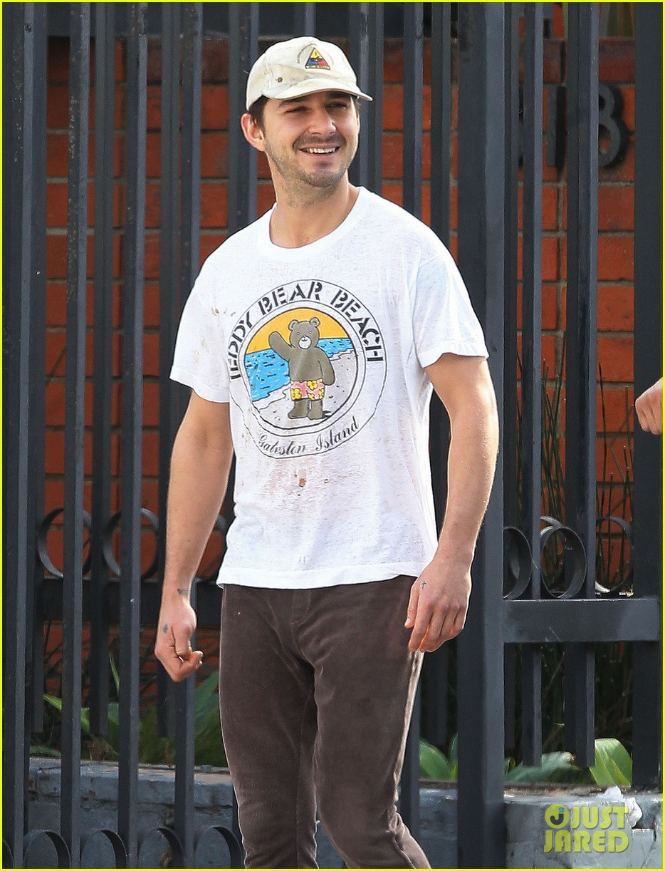 shia labeouf shows a smile before his workout 04