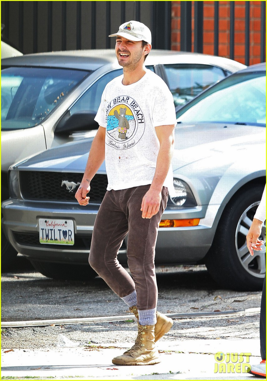 shia labeouf shows a smile before his workout 05